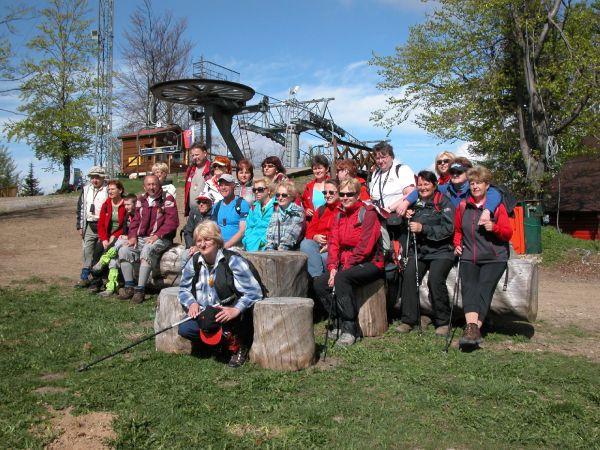 Na hrebeň Rače išla väčšina lanovkou (6.5.2012)